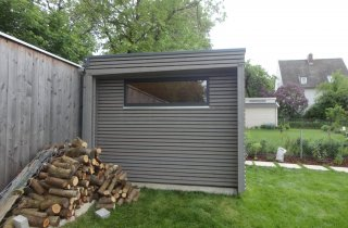 modernes Gartenhaus + Dachüberstand
