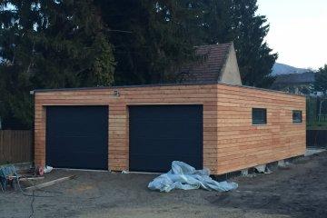 Montierte Holzgarage 11,4 x 6,4 m + Gartenhaus - Bad Deutsch
